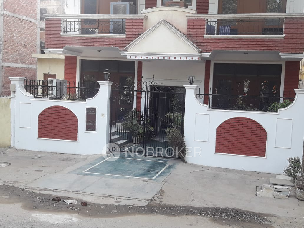 3BHK Flat for rent in Sector 43, Gurgaon