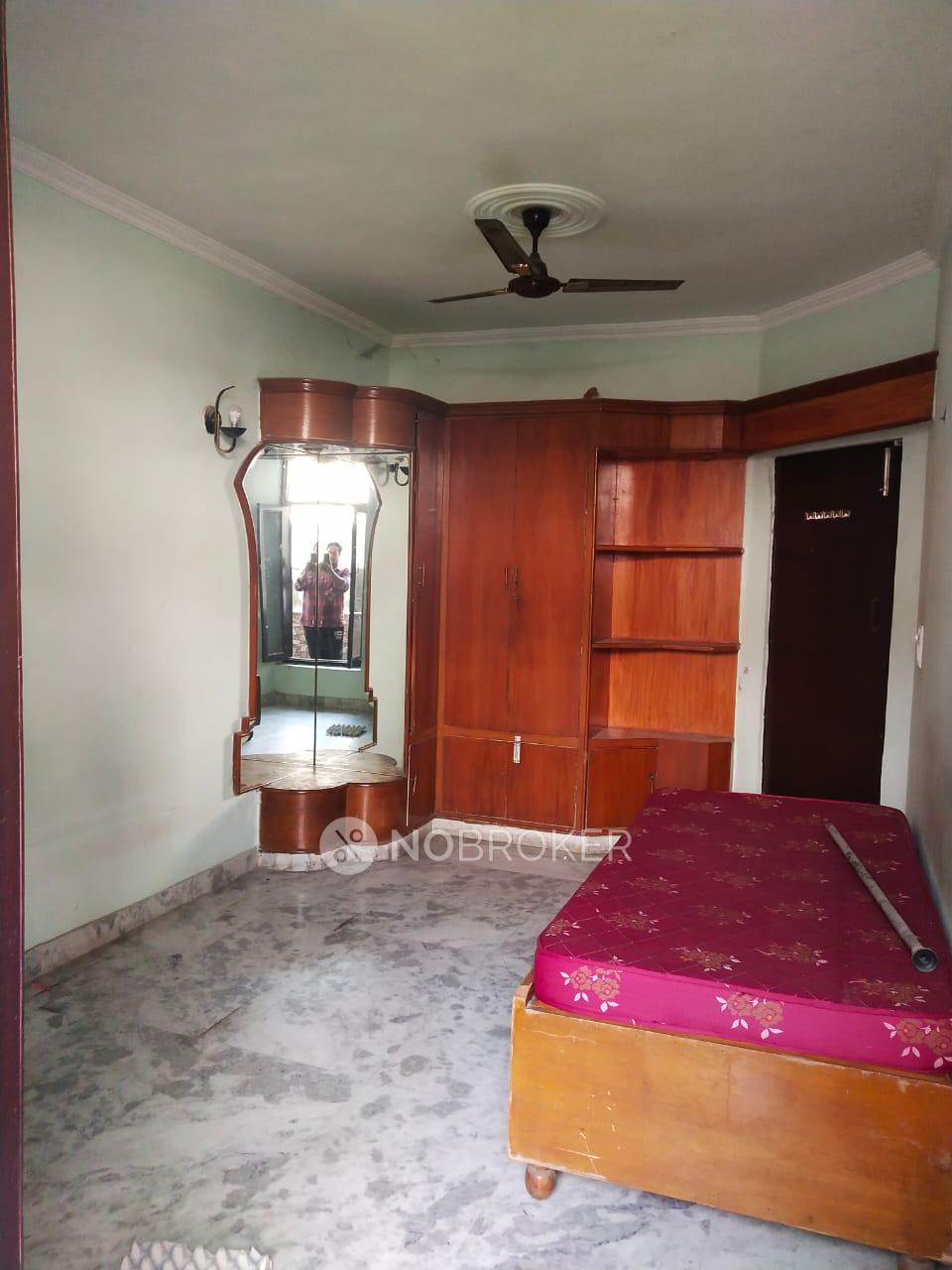 2BHK Flat for rent in Chanderlok, DLF City IV, Sector 28, Gurgaon