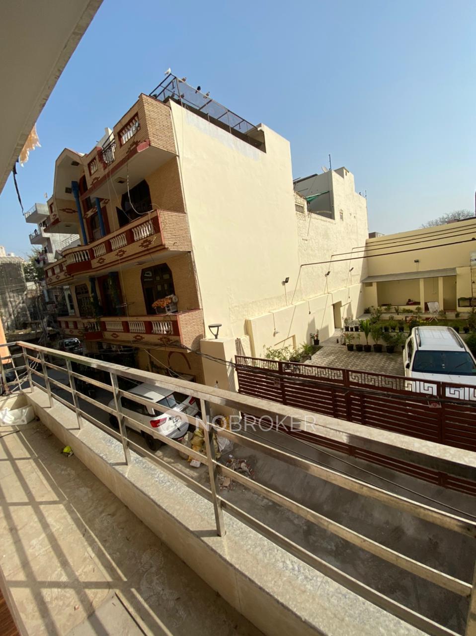 3BHK Flat for rent in Adarsh Nagar, Sector 12, Gurgaon