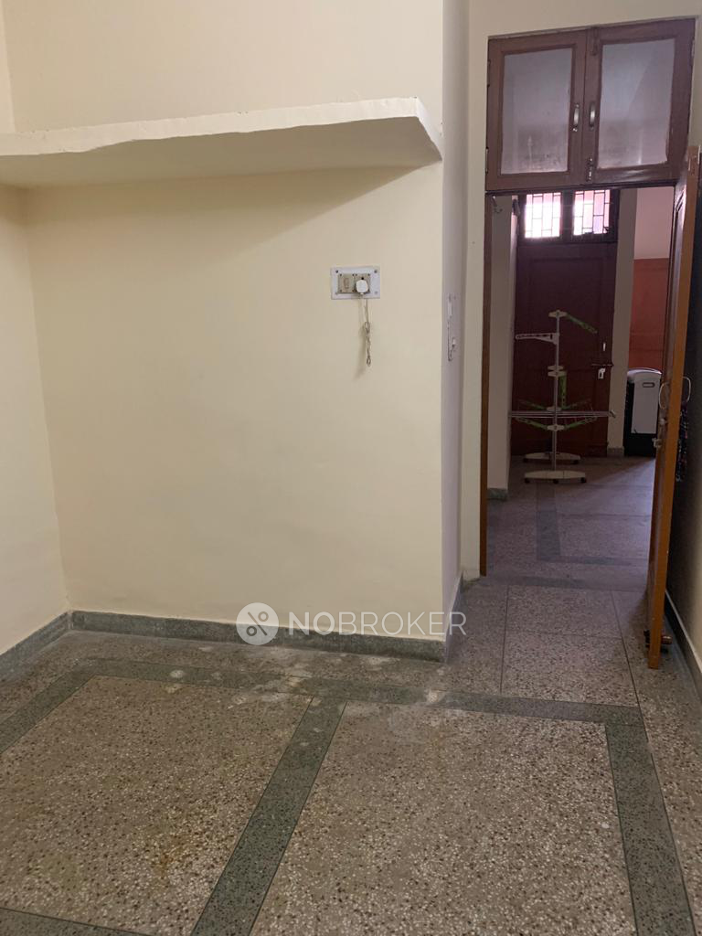 2BHK Flat for rent in Sector 28, Gurgaon