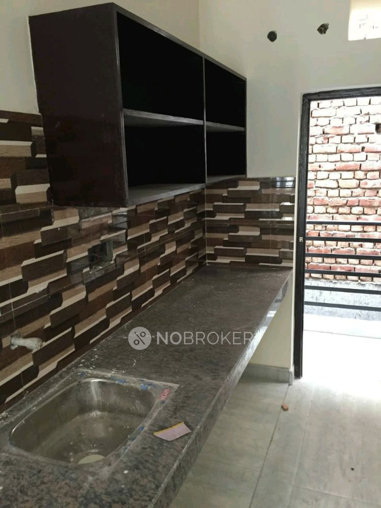 Room and Kitchen for rent in Sector 28, Gurgaon